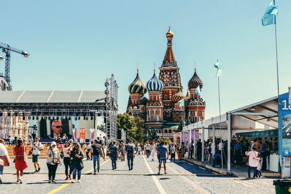 What Should Teachers Consider When Using the Communicative Approach in Russia