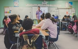 Teaching in brick-and-mortar classrooms and online teaching have differences that online English teachers must acknowledge and adapt to.