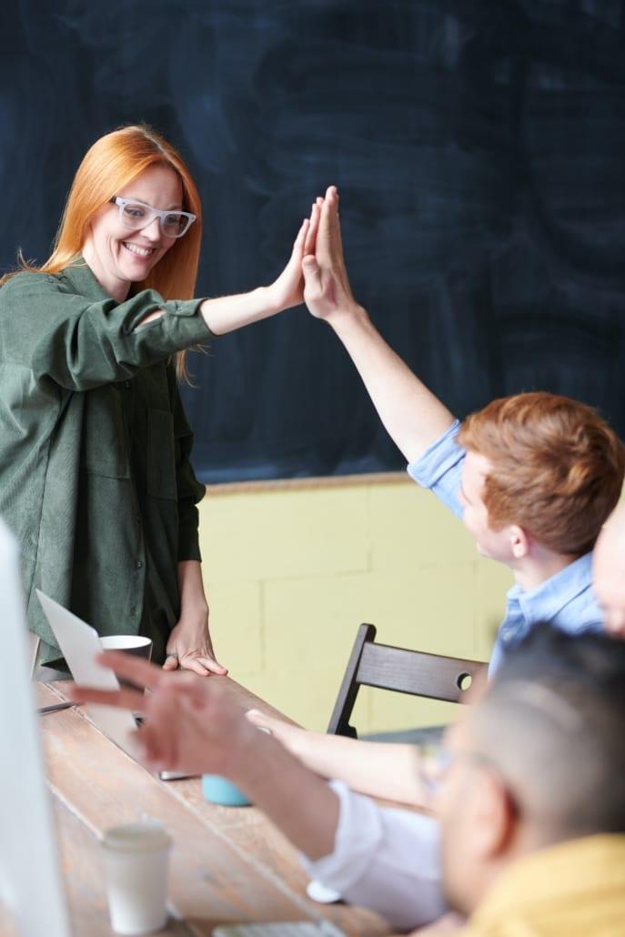 how an ESL teacher communicate and peak